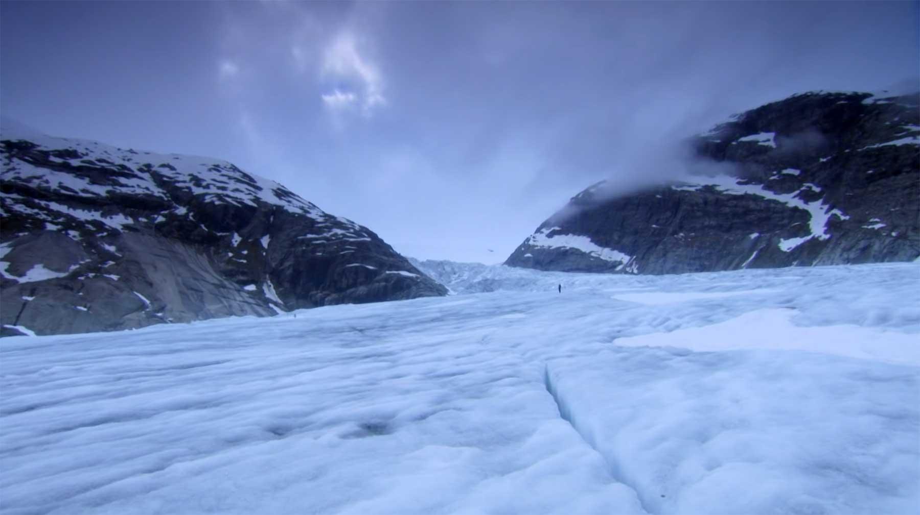 Zeitraffer zeigt, wie Gletscher sich flussartig bewegen gletscherfluss