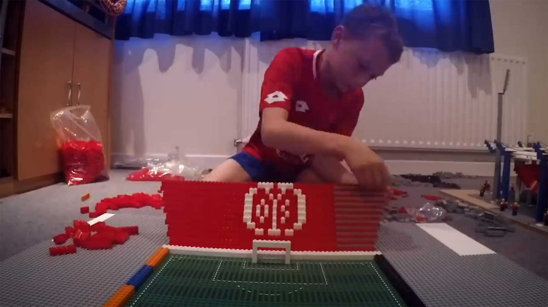Timelapse: 10-jähriger Brite baut Mainz-Stadion aus LEGO