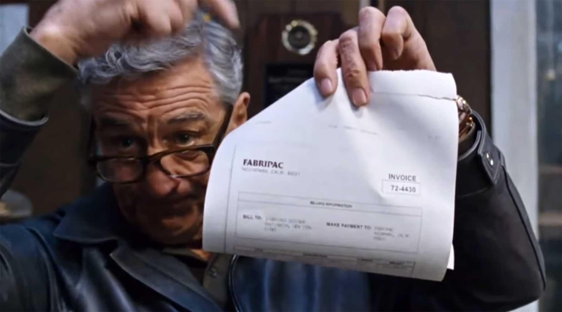 Ross MacDonald erstellt Papier-Requisiten für Film und Fernsehen