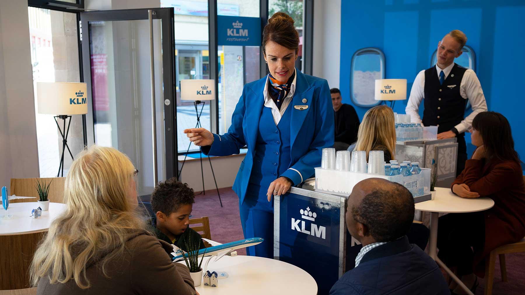 Ist KLM eine Bank, ein Restaurant oder ein Radiosender? KLM-radiosender-bank-restaurant-fluglinie_02