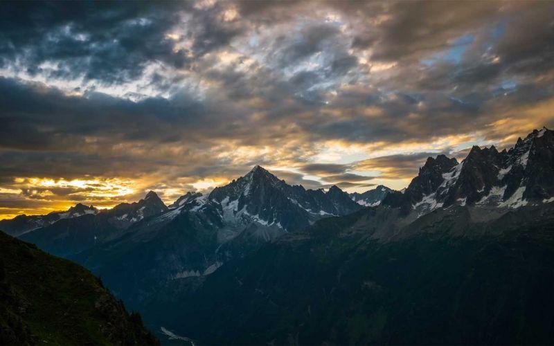 Epische Berglandschafts-Aufnahmen