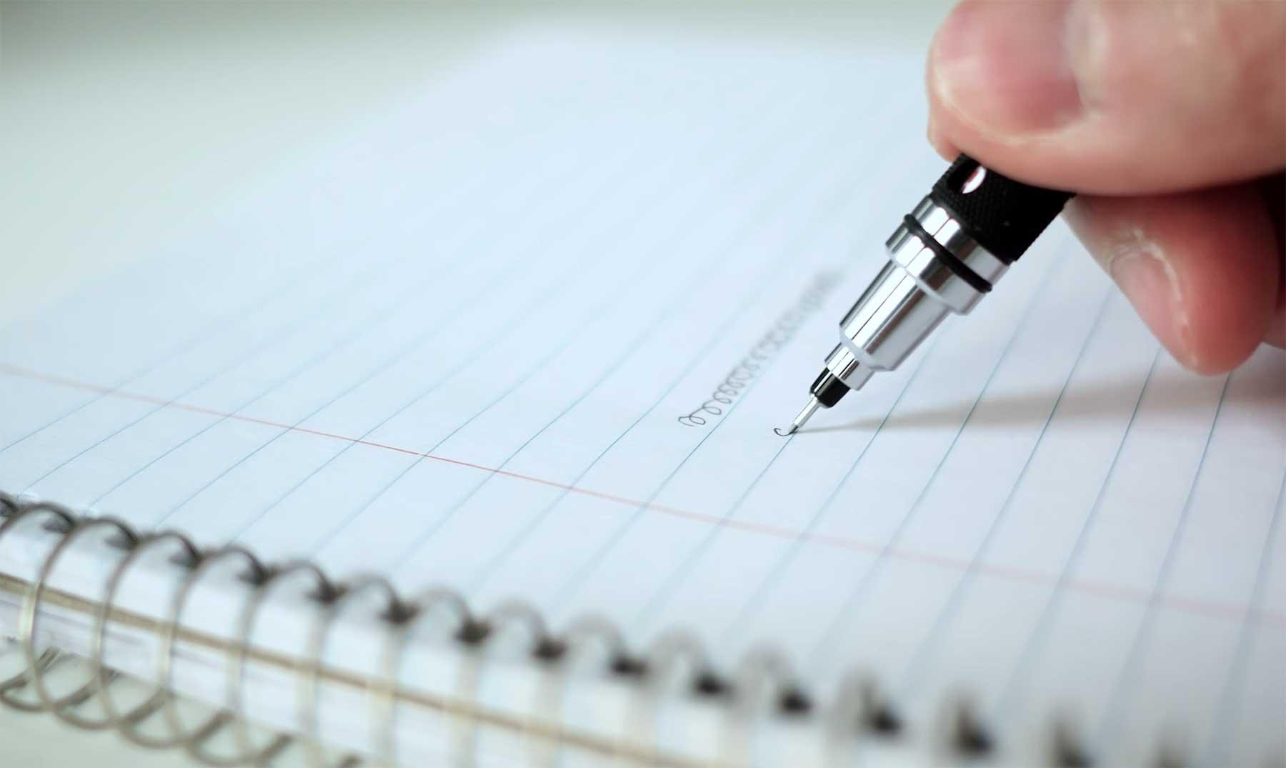 Dieser Bleistift dreht sich beim Schreiben