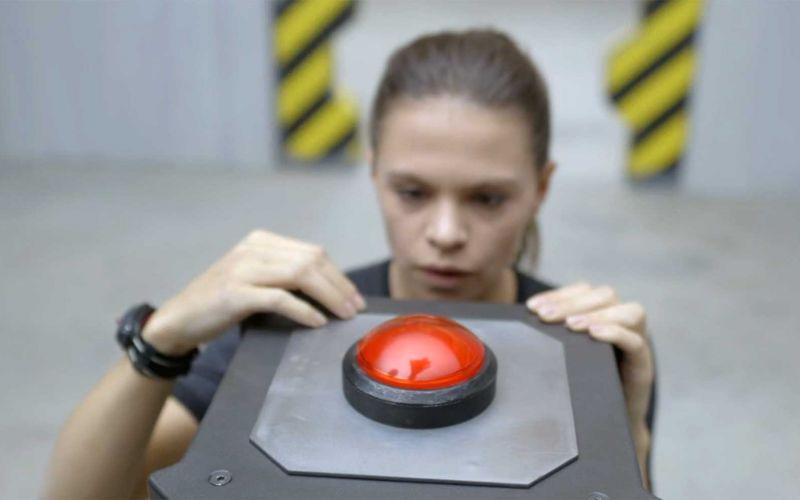 Sich vorm Drücken des großen roten Knopfes drücken?