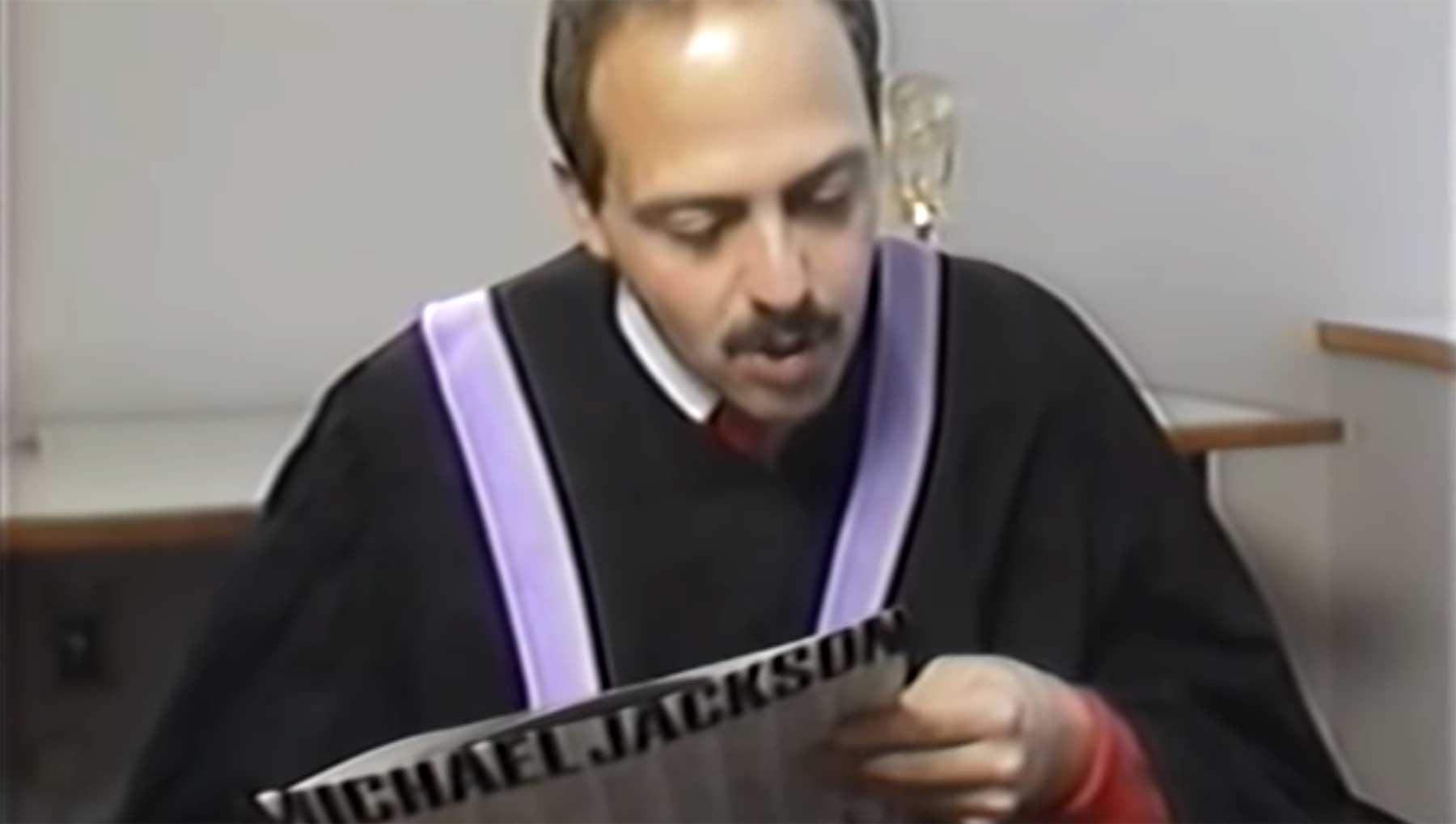 """Weltrekord-Schnellsprecher spricht Michael Jacksons """"Bad"""" michael-jackson-bad-schnell-gesprochen"""