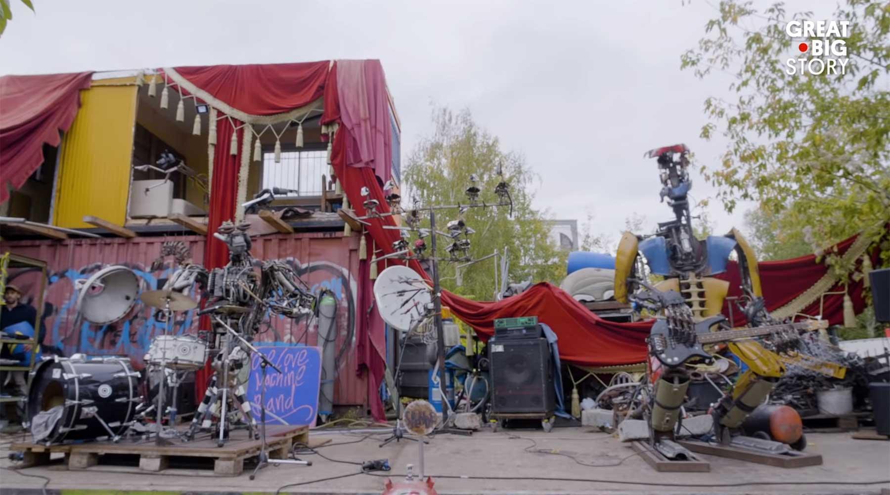 Punkrock spielende Roboterband