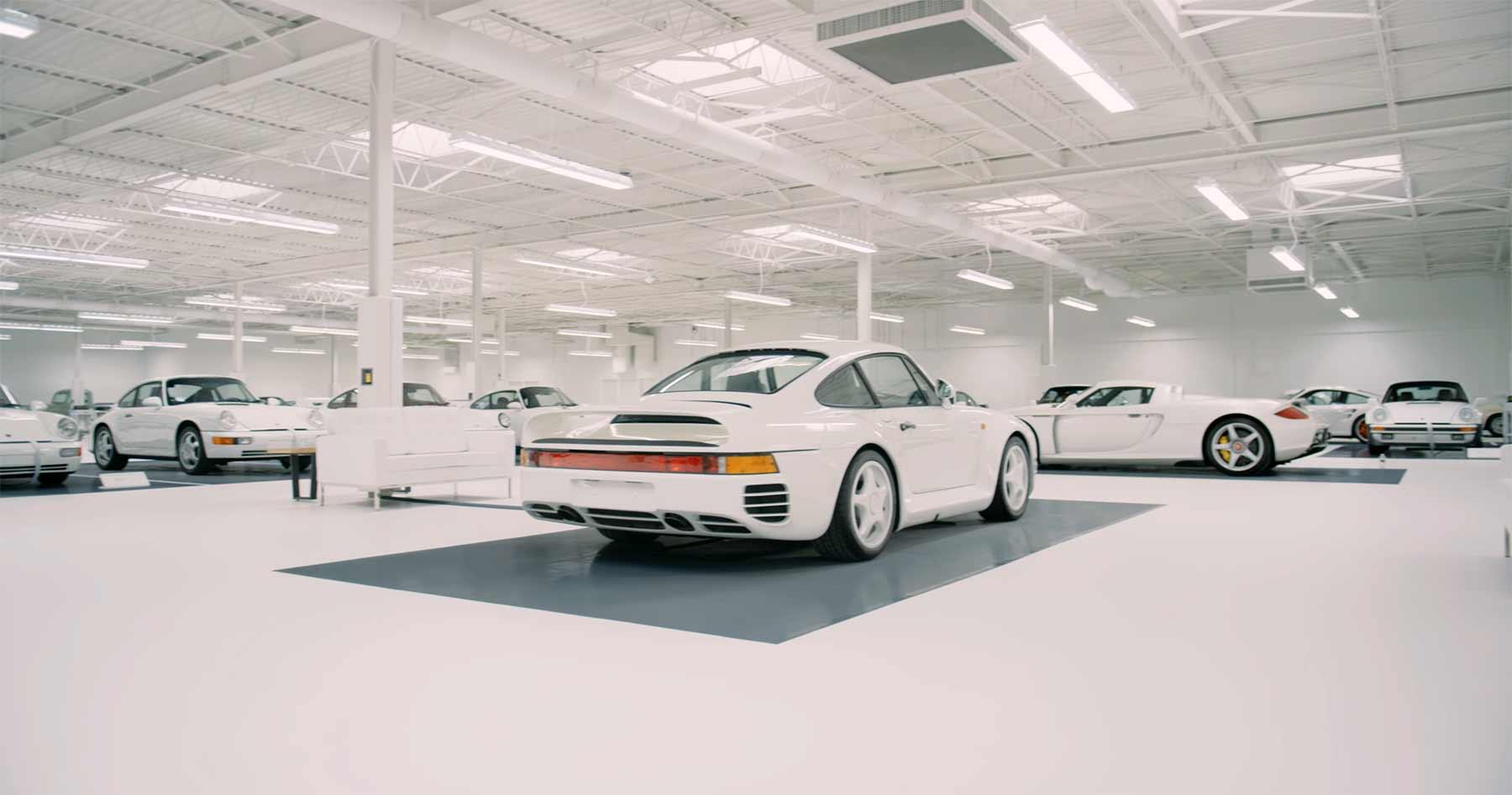 Diese Porsche-Sammlung umfasst ausschließlich weiße Fahrzeuge