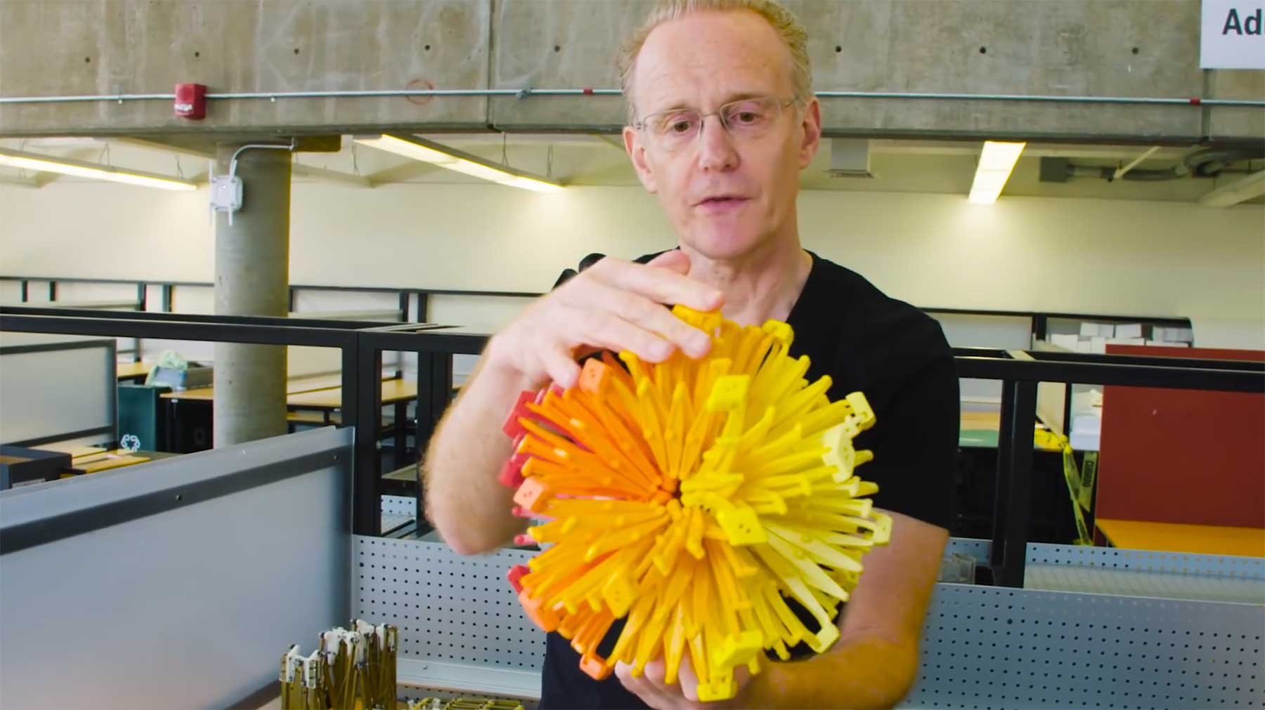 Harvard-Professor erfand aus Versehen dieses weltbekanntes Spielzeug hoberman-sphere-erfinder