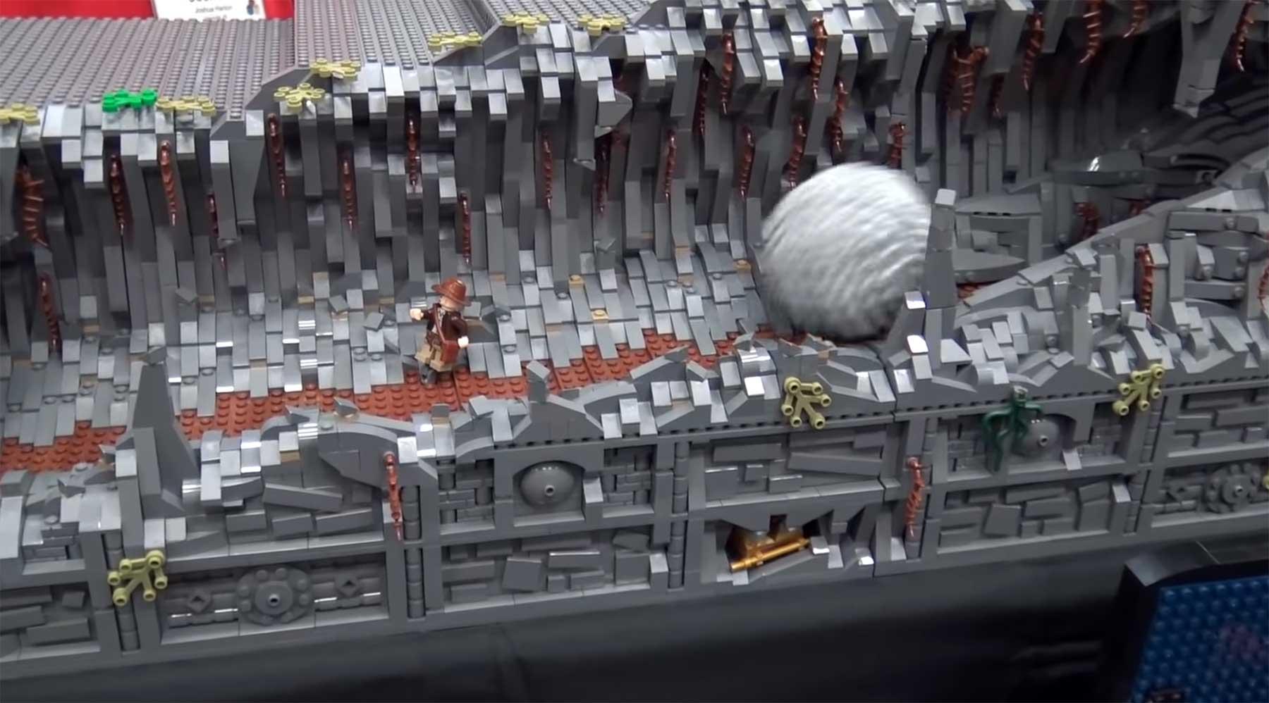 Bewegte Indiana Jones-Felsflucht-Szene aus LEGO
