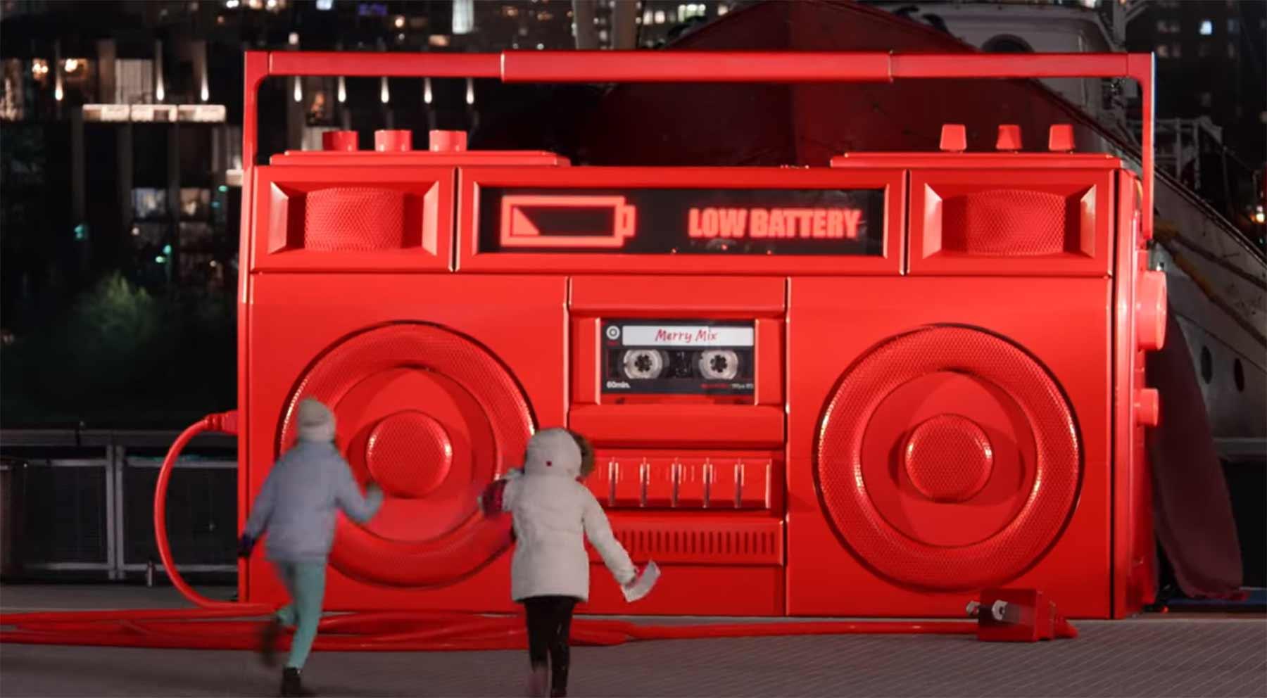Die überraschende 3 Meter-Boombox monster-boombox-improv-everywhere