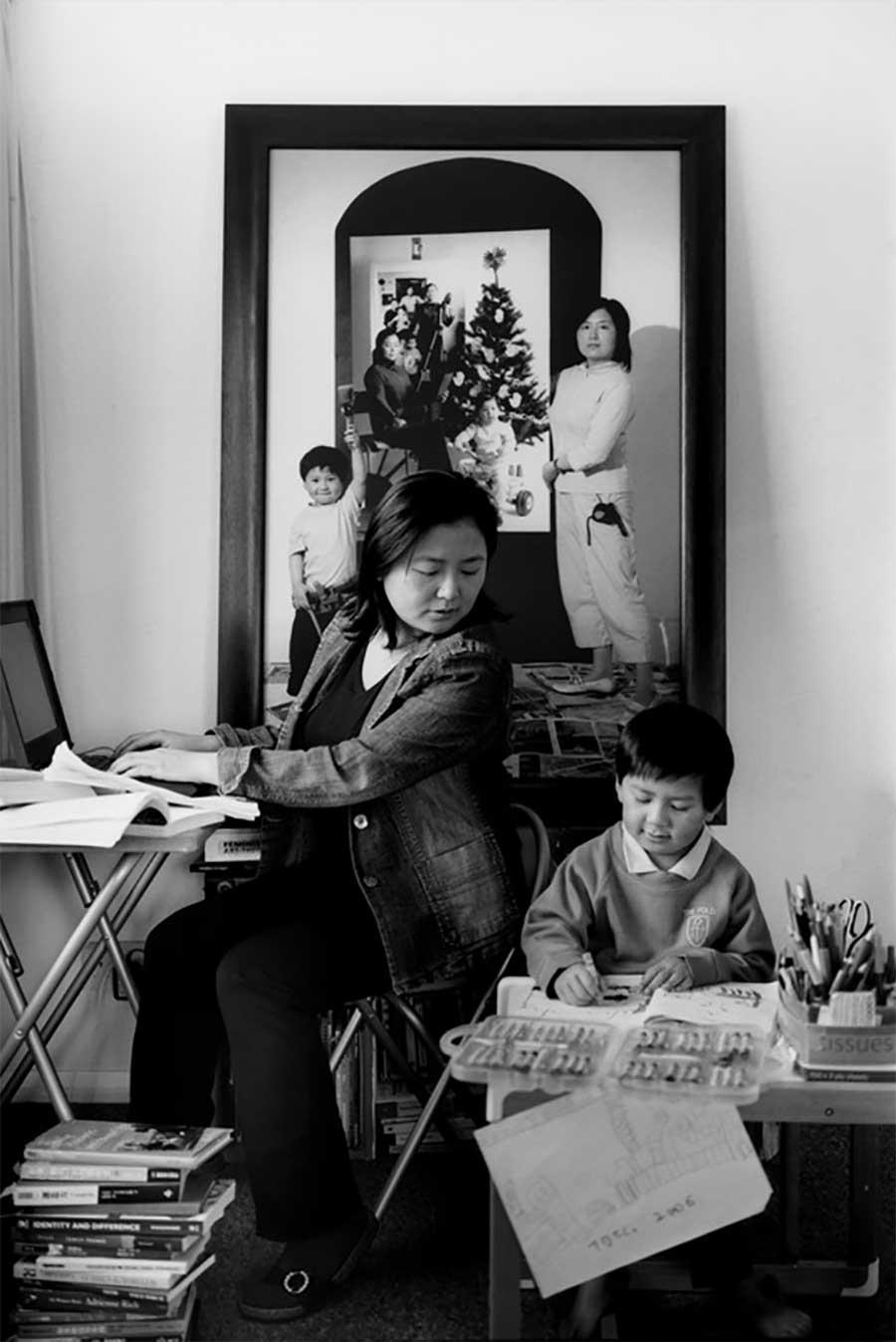 Mutter fügt 17 Jahre Bildebenen hinzu, die Sohn aufwachsen zeigen mutter-17-jahre-foto-in-foto_07
