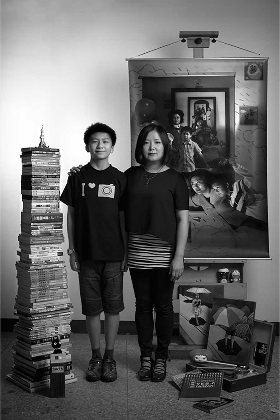 Mutter fügt 17 Jahre Bildebenen hinzu, die Sohn aufwachsen zeigen mutter-17-jahre-foto-in-foto_10