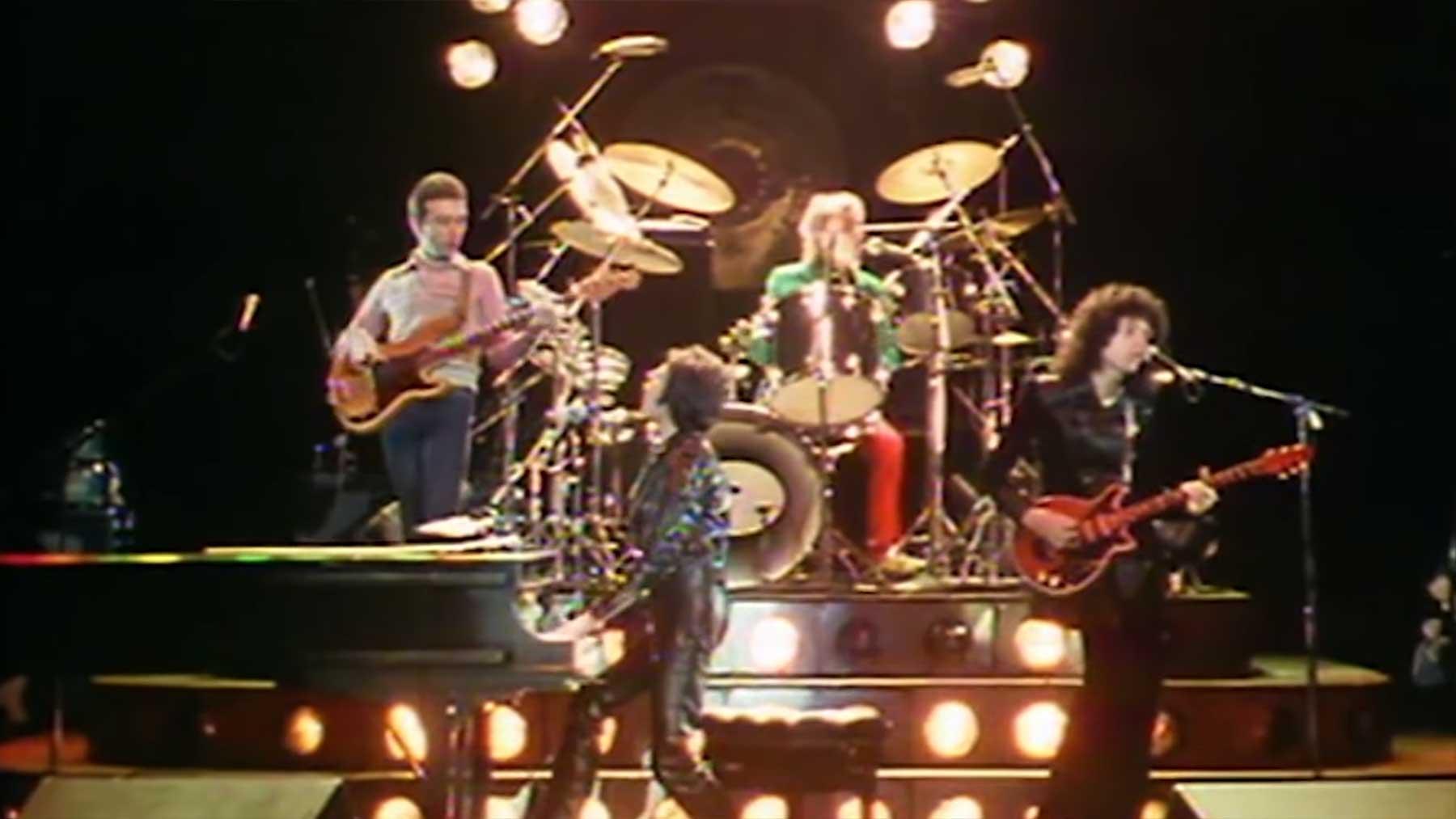 43 Minuten Live-Aufnahmen von Queen-Gigs aus den 70ern