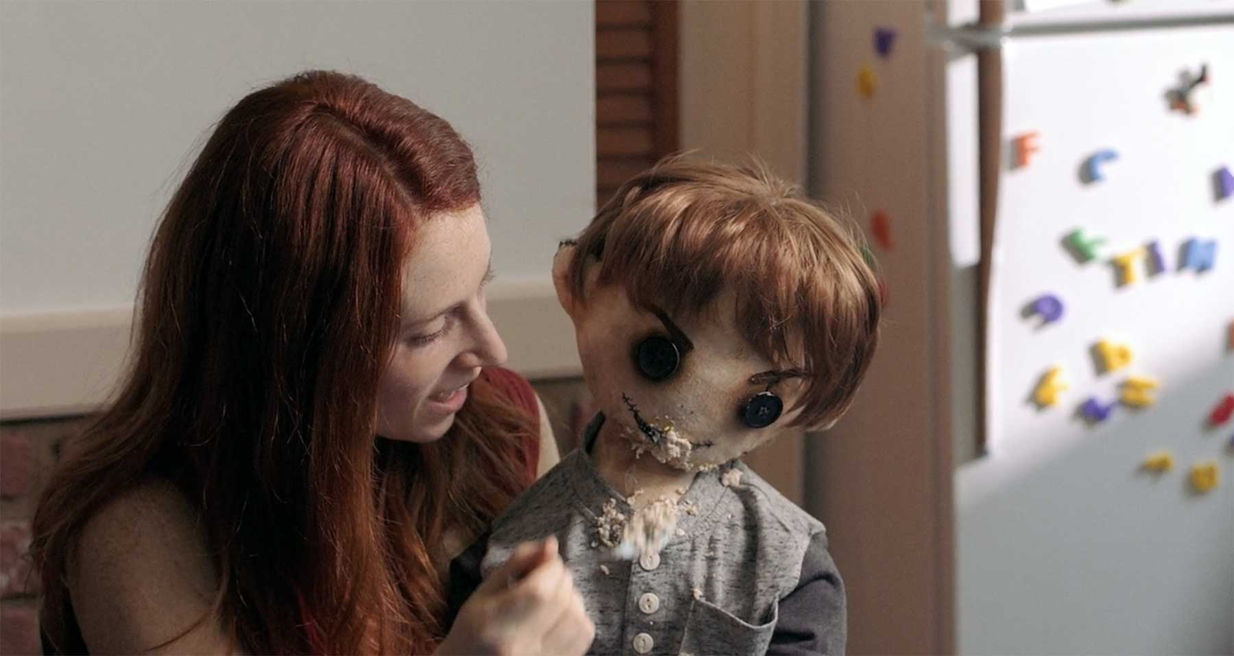 Puppe als Ersatz für das verstorbene Kind