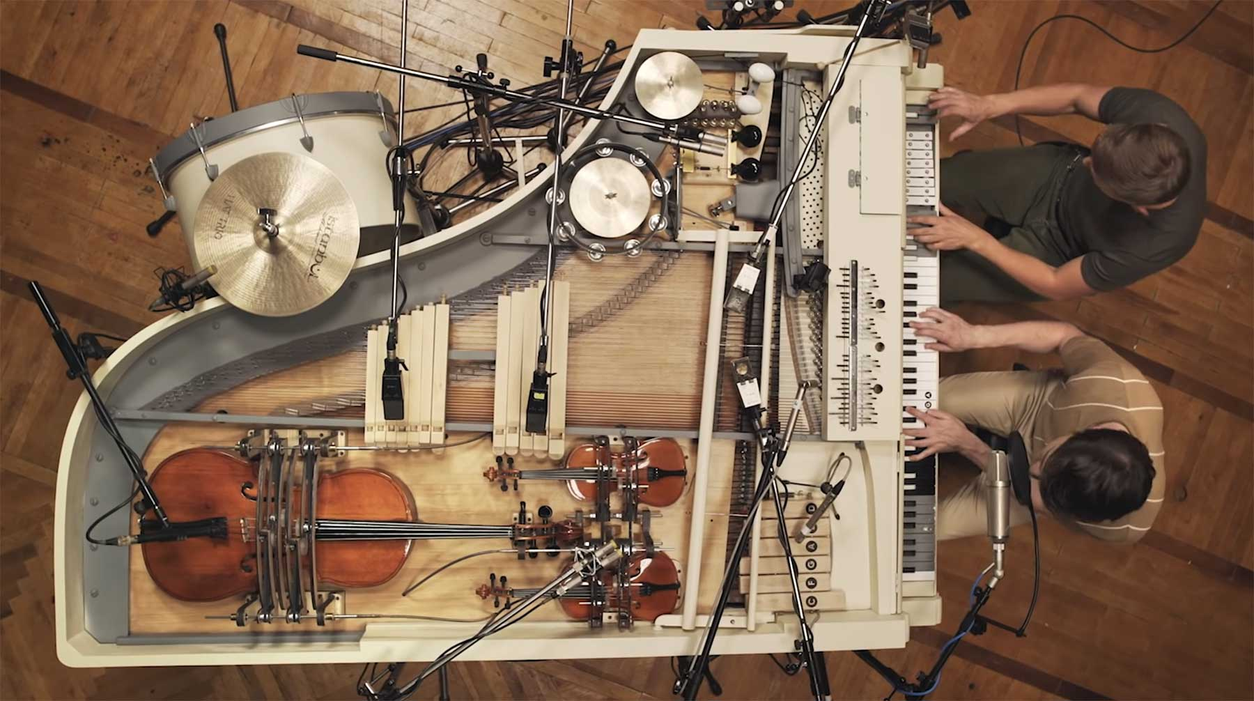 20 Instrumente in einem Klavierflügel verbaut