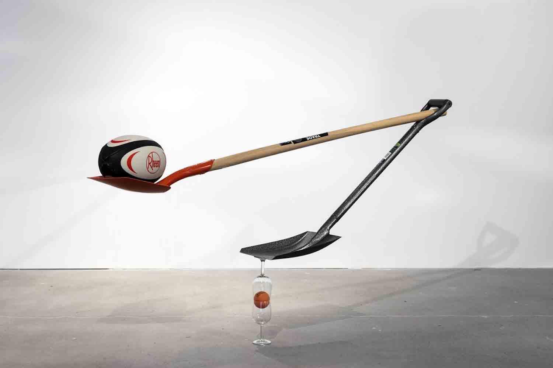 Matt Calderwoods ausbalancierte Kunst-Installationen