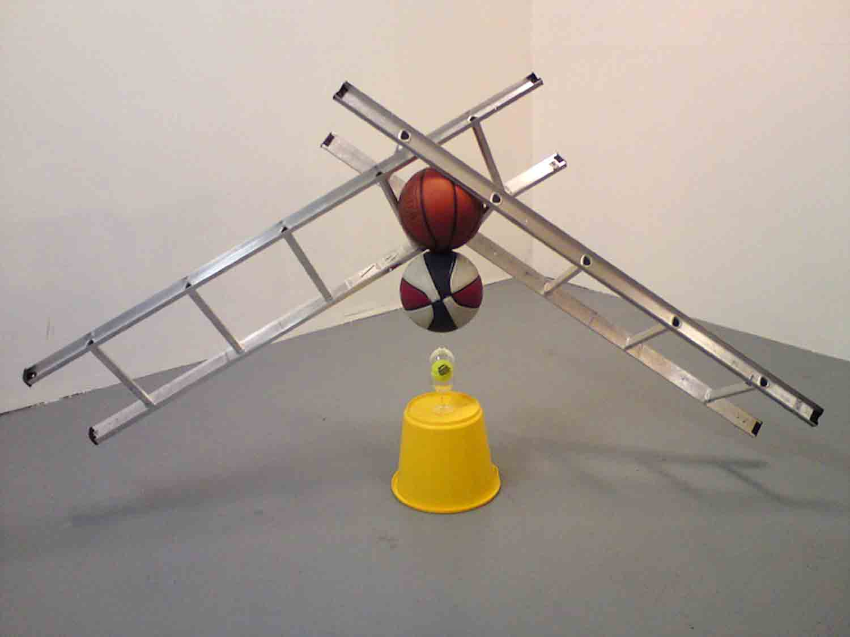 Matt Calderwoods ausbalancierte Kunst-Installationen Matt-Calderwood-found-objects_02