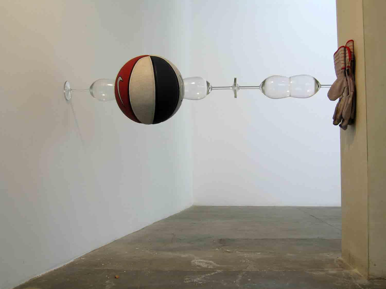 Matt Calderwoods ausbalancierte Kunst-Installationen Matt-Calderwood-found-objects_03