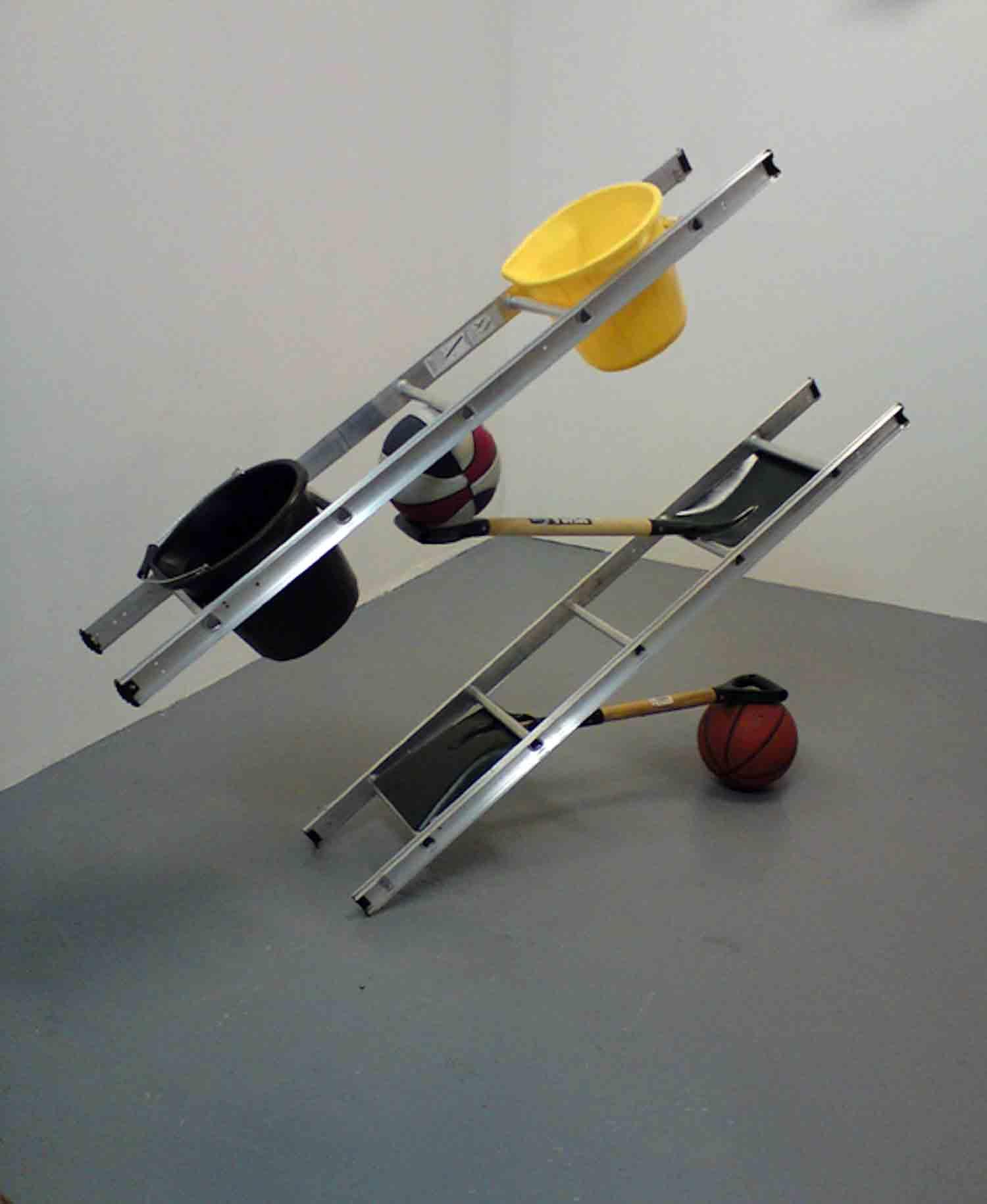 Matt Calderwoods ausbalancierte Kunst-Installationen Matt-Calderwood-found-objects_04
