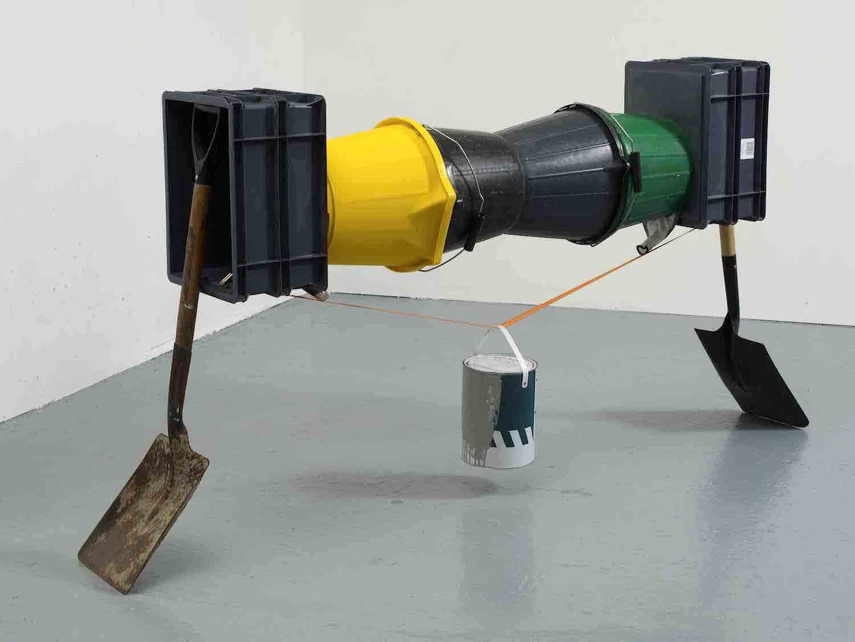 Matt Calderwoods ausbalancierte Kunst-Installationen Matt-Calderwood-found-objects_05
