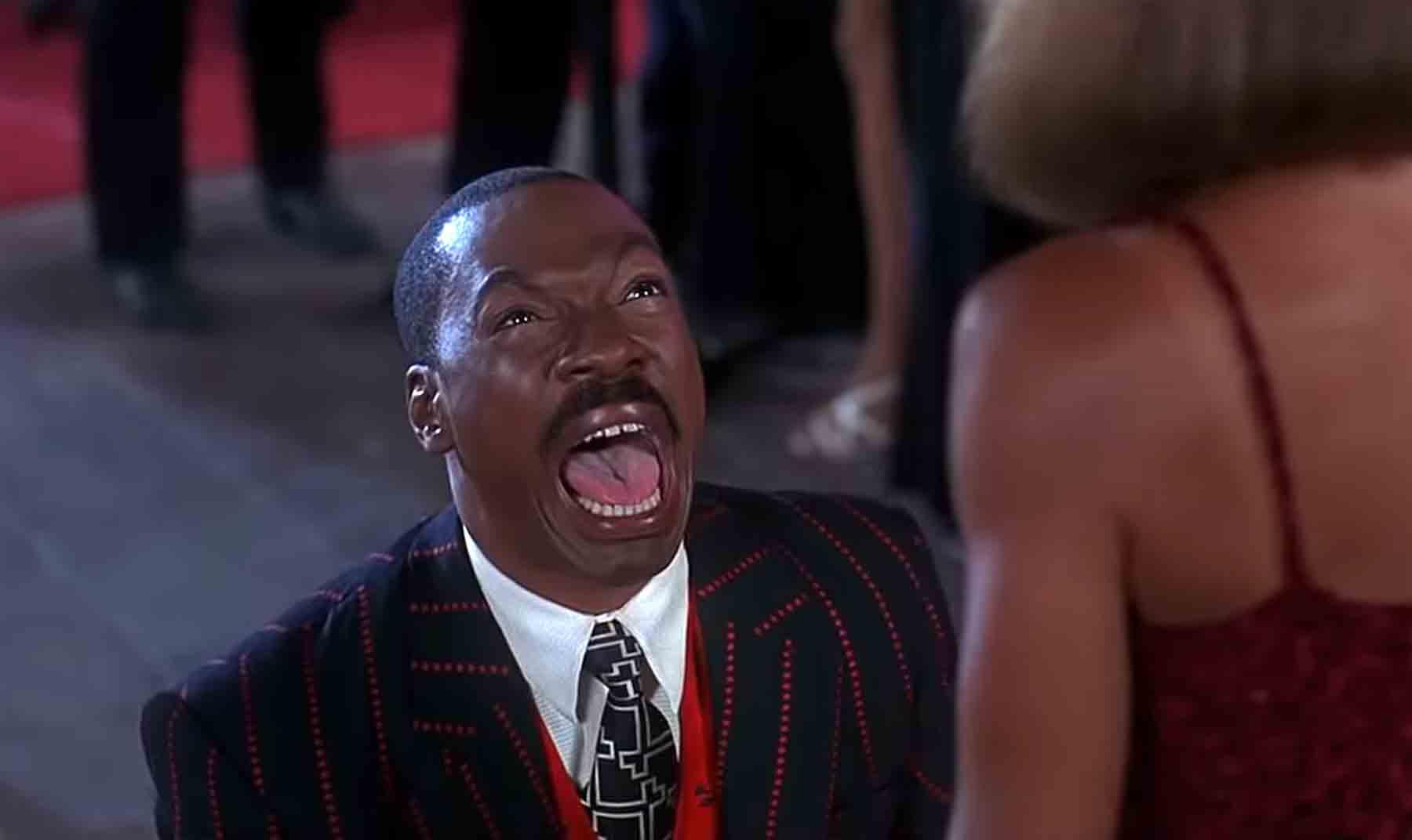 """Filmschnipsel singen """"Africa"""" von Toto"""