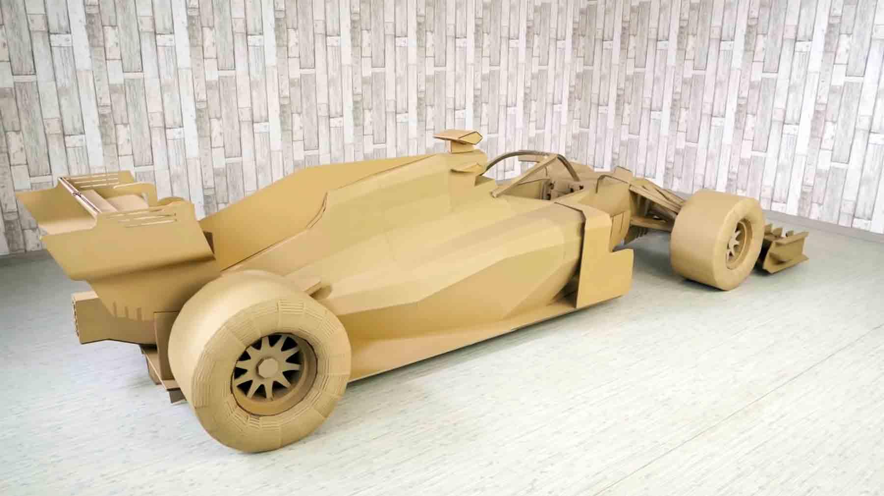 Formel 1-Rennwagen aus Pappe nachgebaut