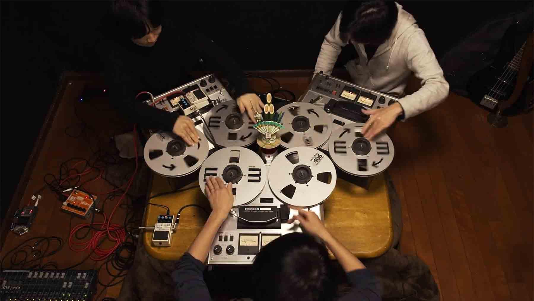 Musik auf Tonbandgeräten gespielt