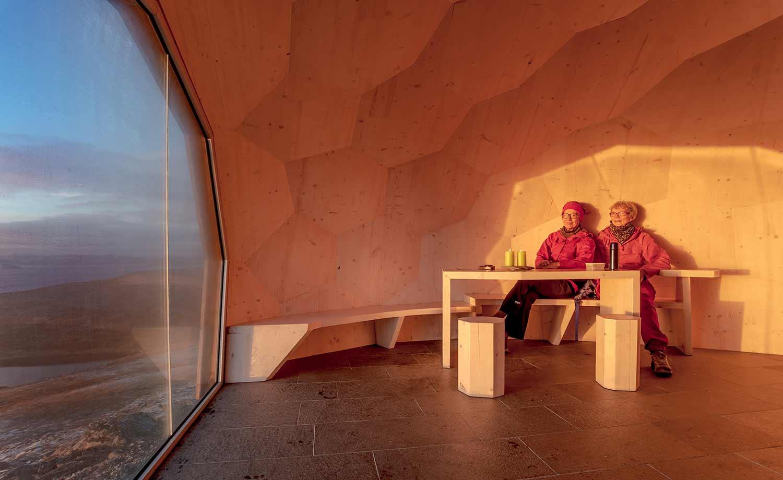 Norwegisches Holz-Iglu DAGSTURHYTTER_03