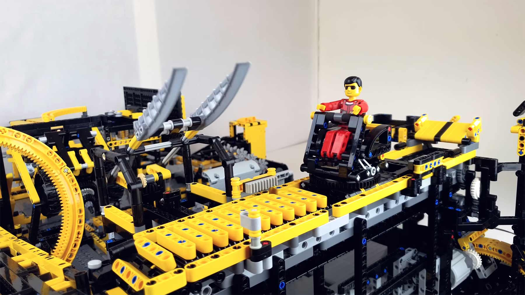 Lego Technic Theme Park Thrill Ride