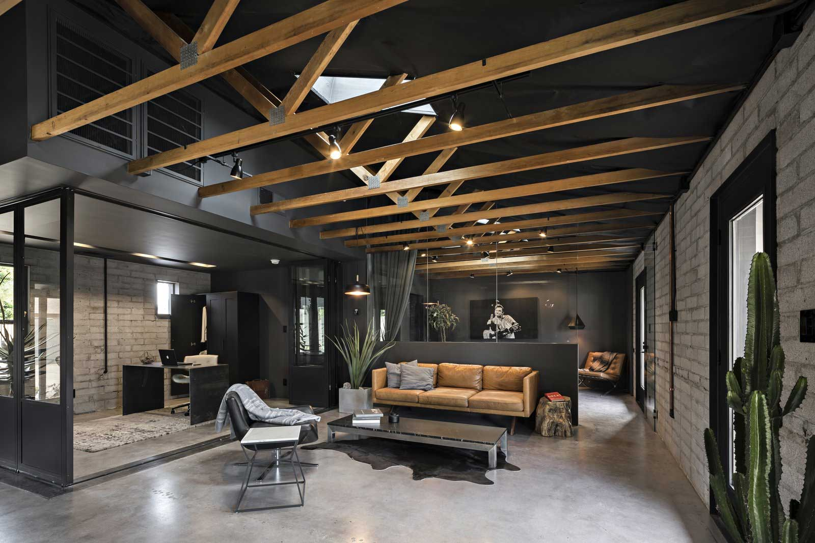Traum-Loft: The Black House The-Black-House-Airbnb_03