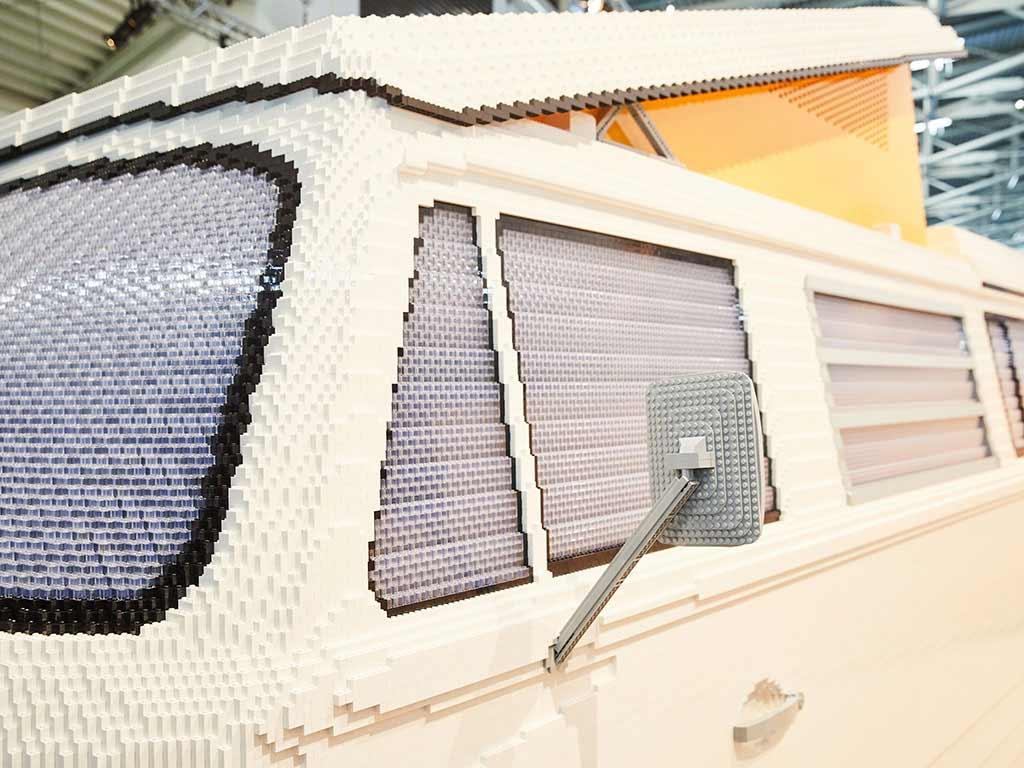 VW-Bulli aus 400.000 LEGO-Steinen VW-Bulli-T2-aus-Lego_03