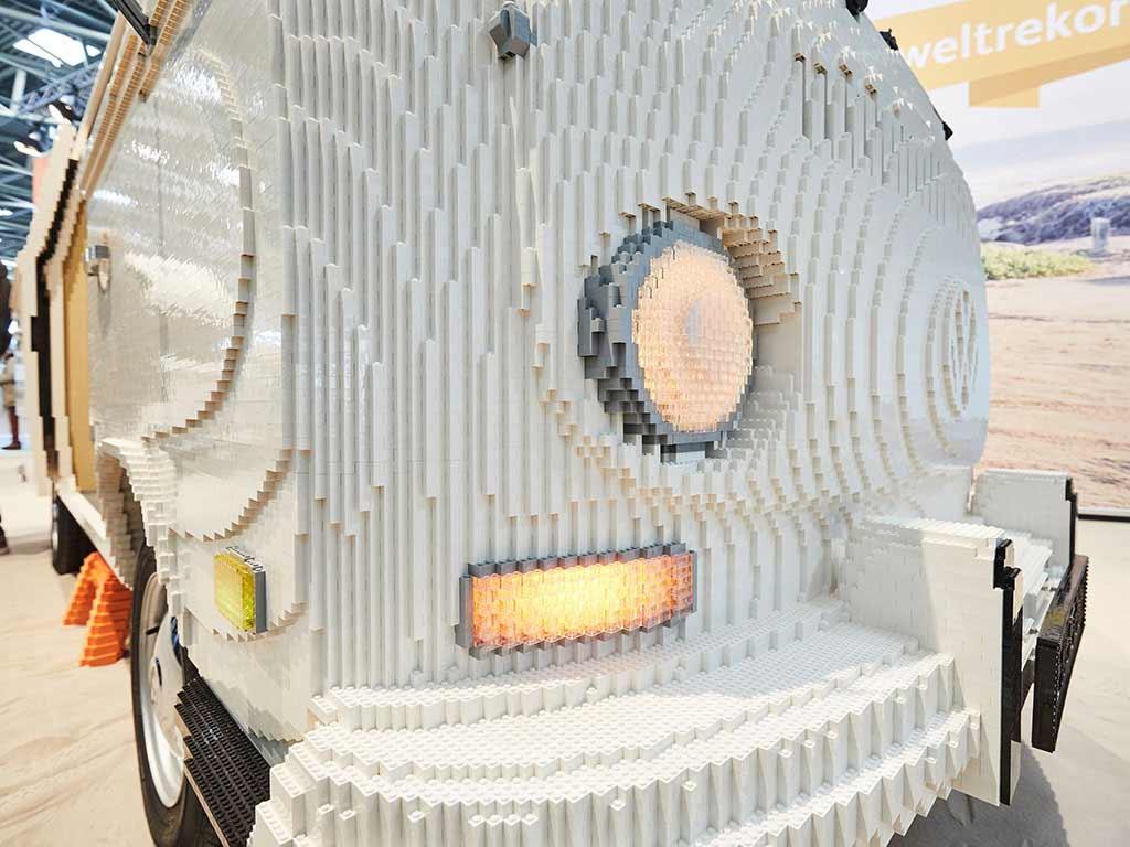 VW-Bulli aus 400.000 LEGO-Steinen VW-Bulli-T2-aus-Lego_04