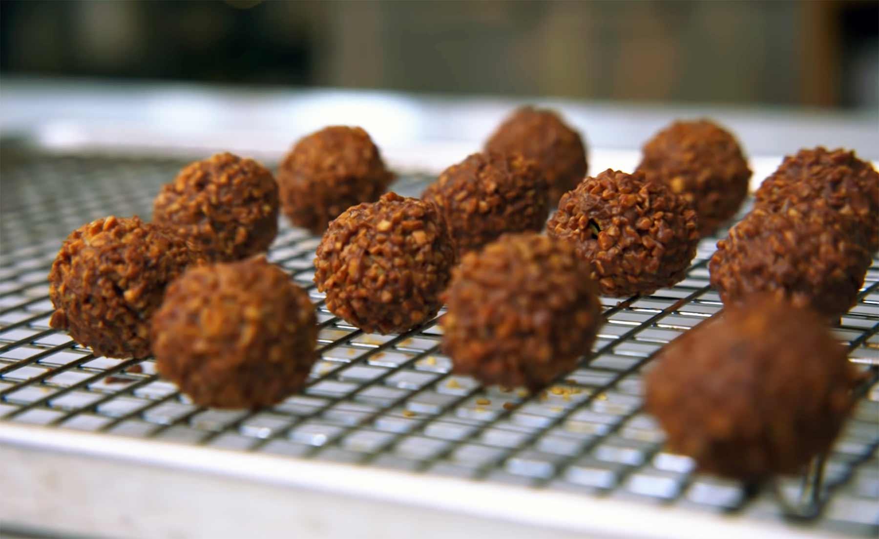 Rocher selber machen: Gourmet-Konditorin versucht es rochers-selber-machen