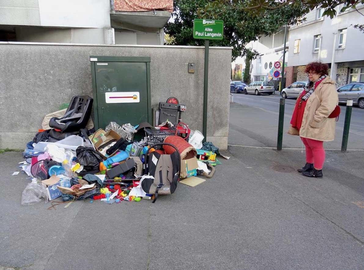 Street Artist Lor-K macht Sperrmüll löschbar Delete-the-waste-Lor-K_08
