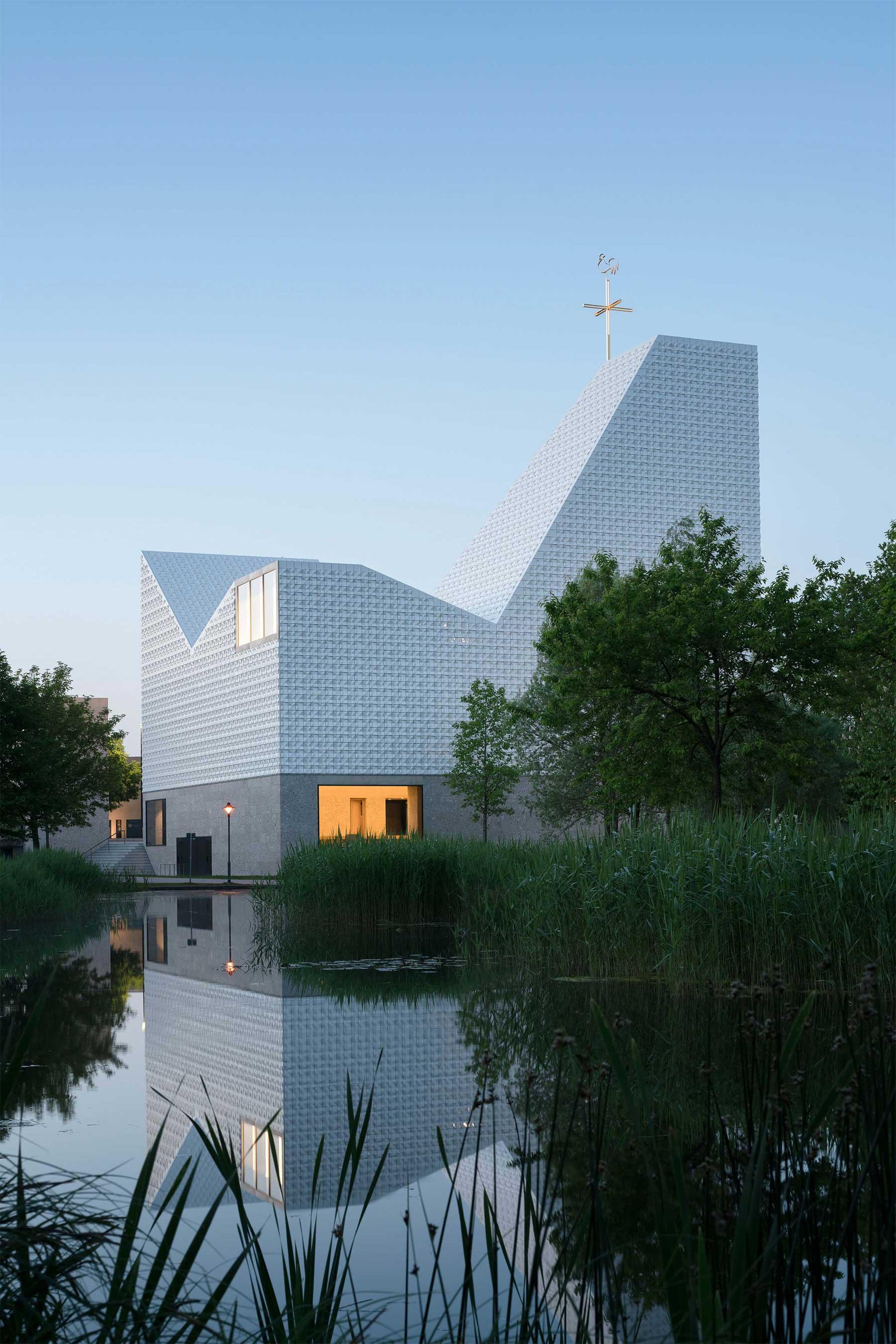 Kirchenzentrum Seliger Pater Rupert Mayer Kirchenzentrum-Seliger-Pater-Rupert-Mayer_03