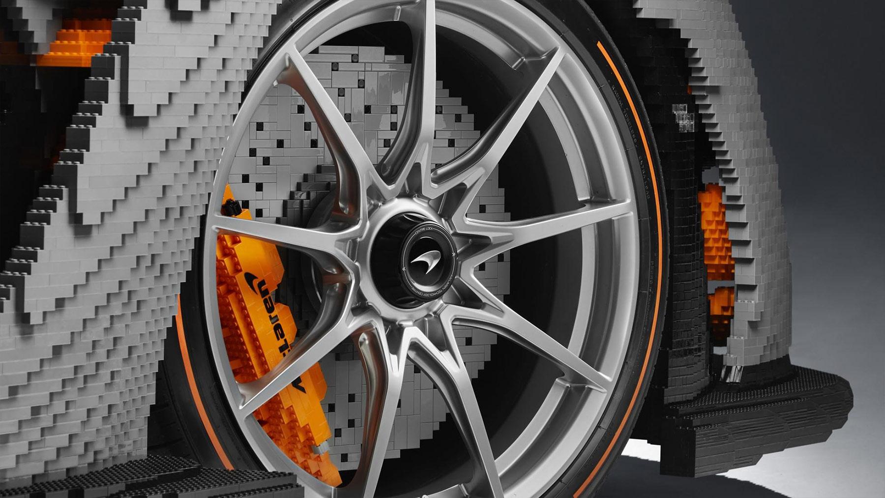 McLaren Senna Sportwagen aus 480.000 LEGO-Steinen McLaren-Senna-Sportwagen-aus-LEGO_04