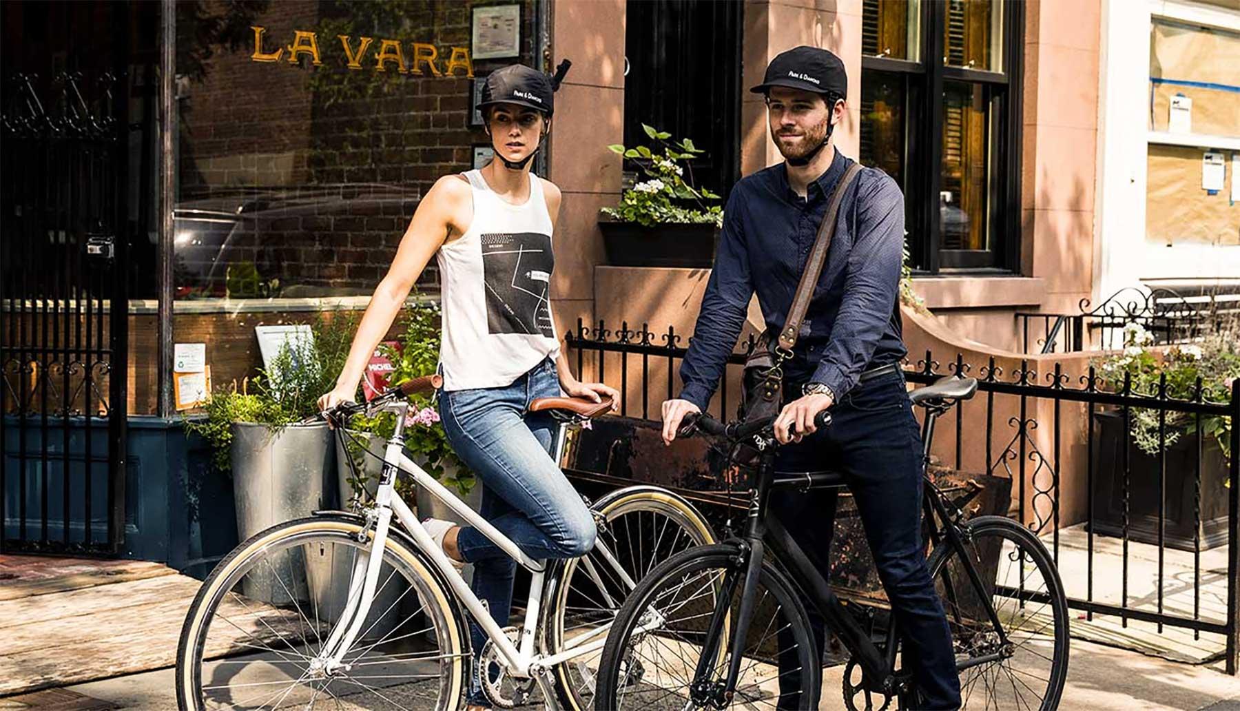 Dieser faltbare Fahrradhelm sieht wie eine Cappy aus park-and-diamond-fatlbarer-fahrradhelm_03