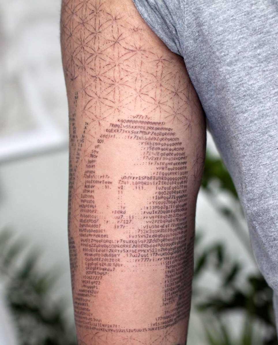 Andreas Vrontis sticht ASCII-Portrait-Tattoos Andreas-Vrontis-ASCII-Tattoos_03
