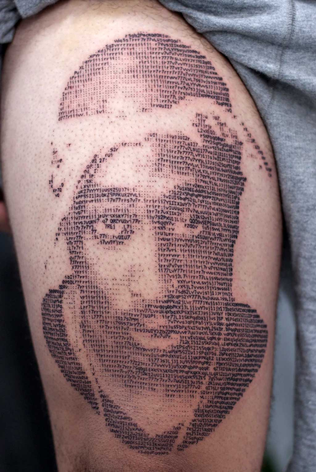 Andreas Vrontis sticht ASCII-Portrait-Tattoos Andreas-Vrontis-ASCII-Tattoos_06