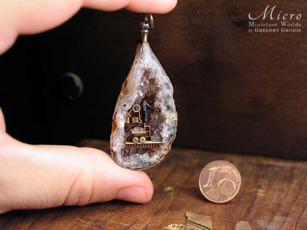 Gregory Grozos erstellt Miniaturwelten in Taschenuhren und Co. Gregory-Grozos-mirco-miniature-worlds_02