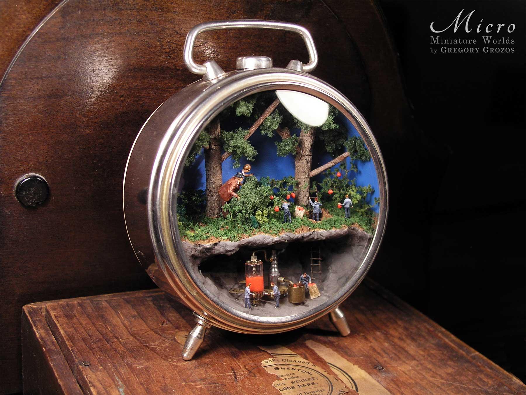Gregory Grozos erstellt Miniaturwelten in Taschenuhren und Co. Gregory-Grozos-mirco-miniature-worlds_03