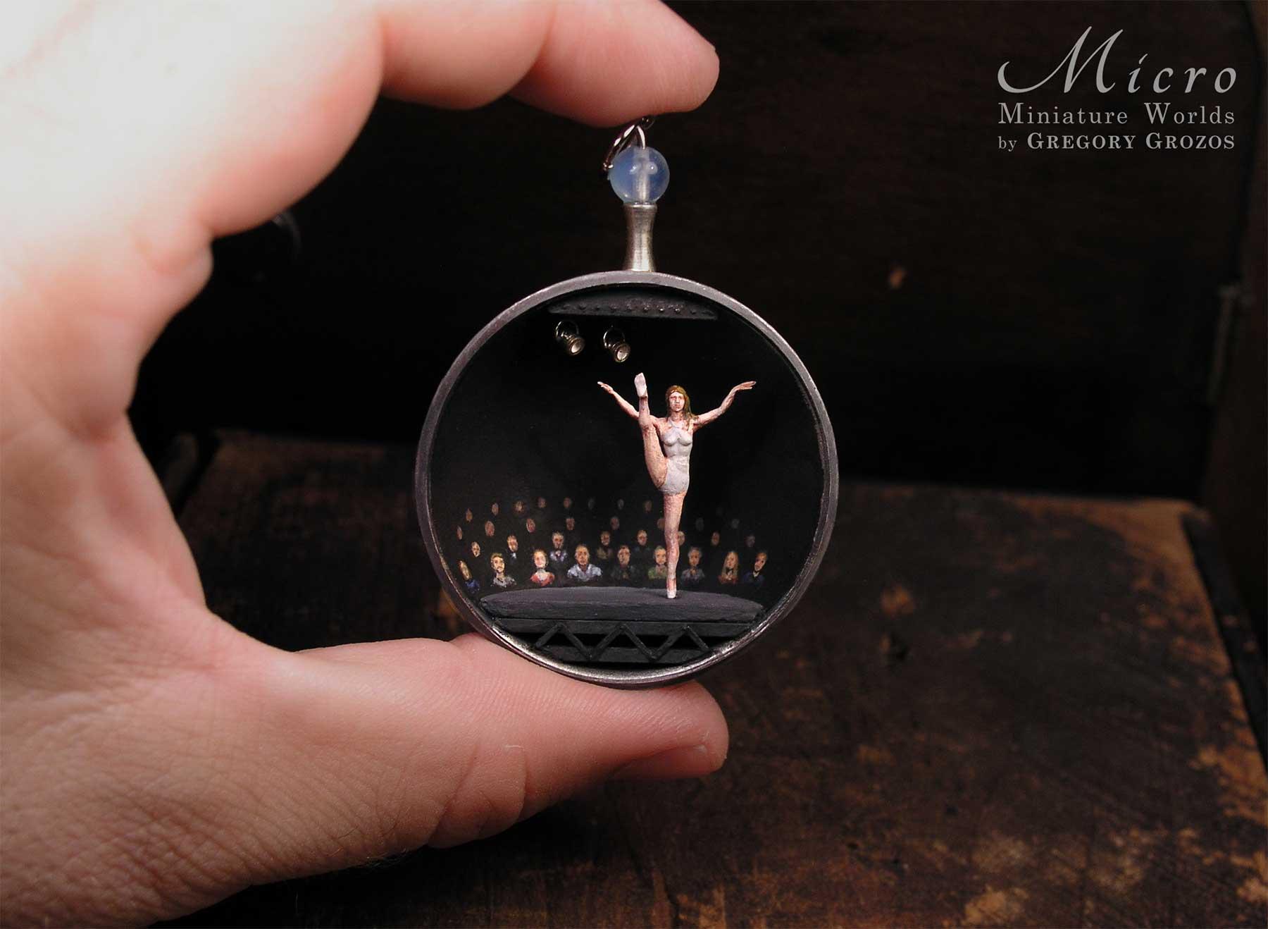 Gregory Grozos erstellt Miniaturwelten in Taschenuhren und Co. Gregory-Grozos-mirco-miniature-worlds_06