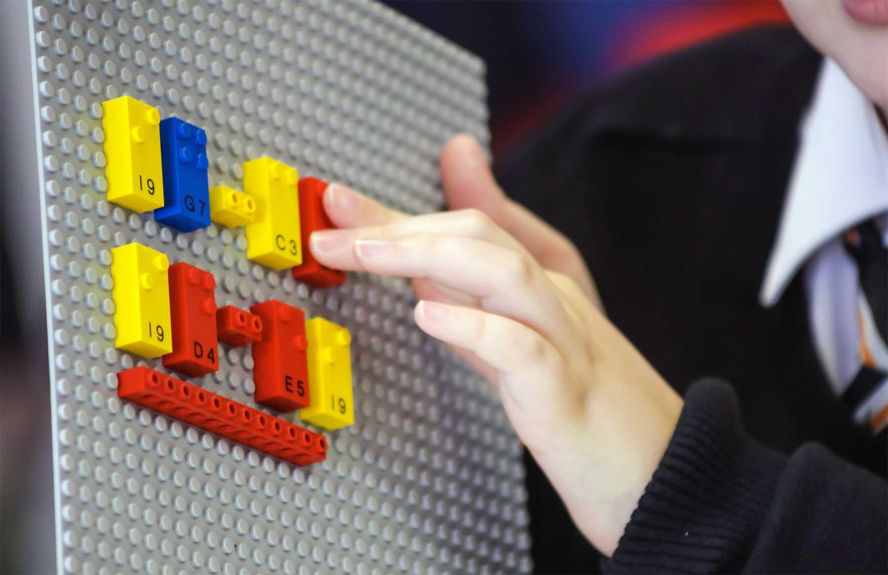 LEGO-Steine mit Blindenschrift