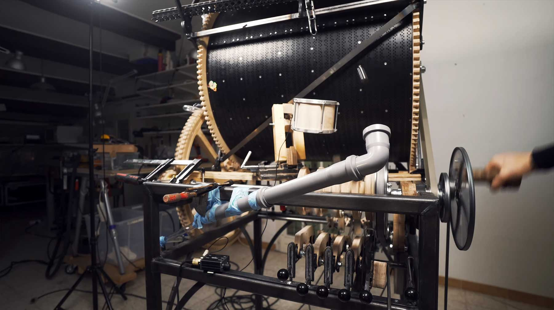 Musik auf einer Murmelmaschine spielen