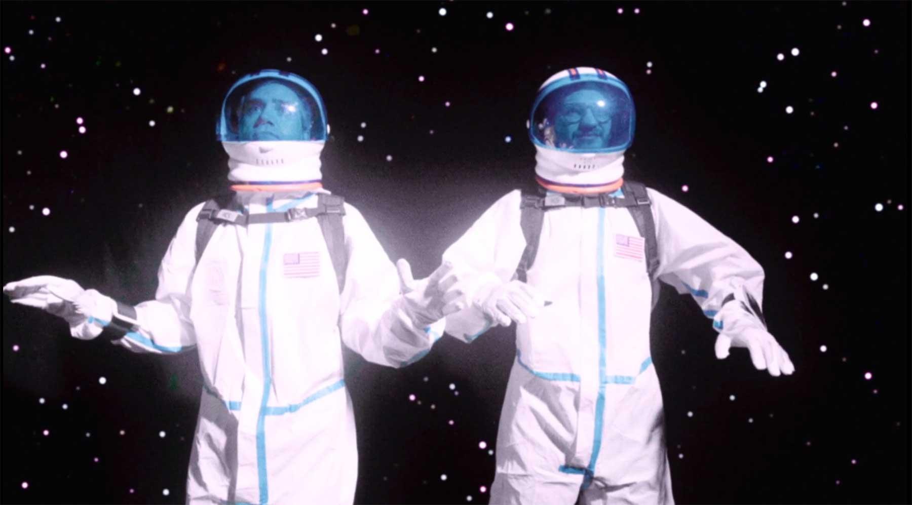 Zwei Astronauten verloren im Weltall