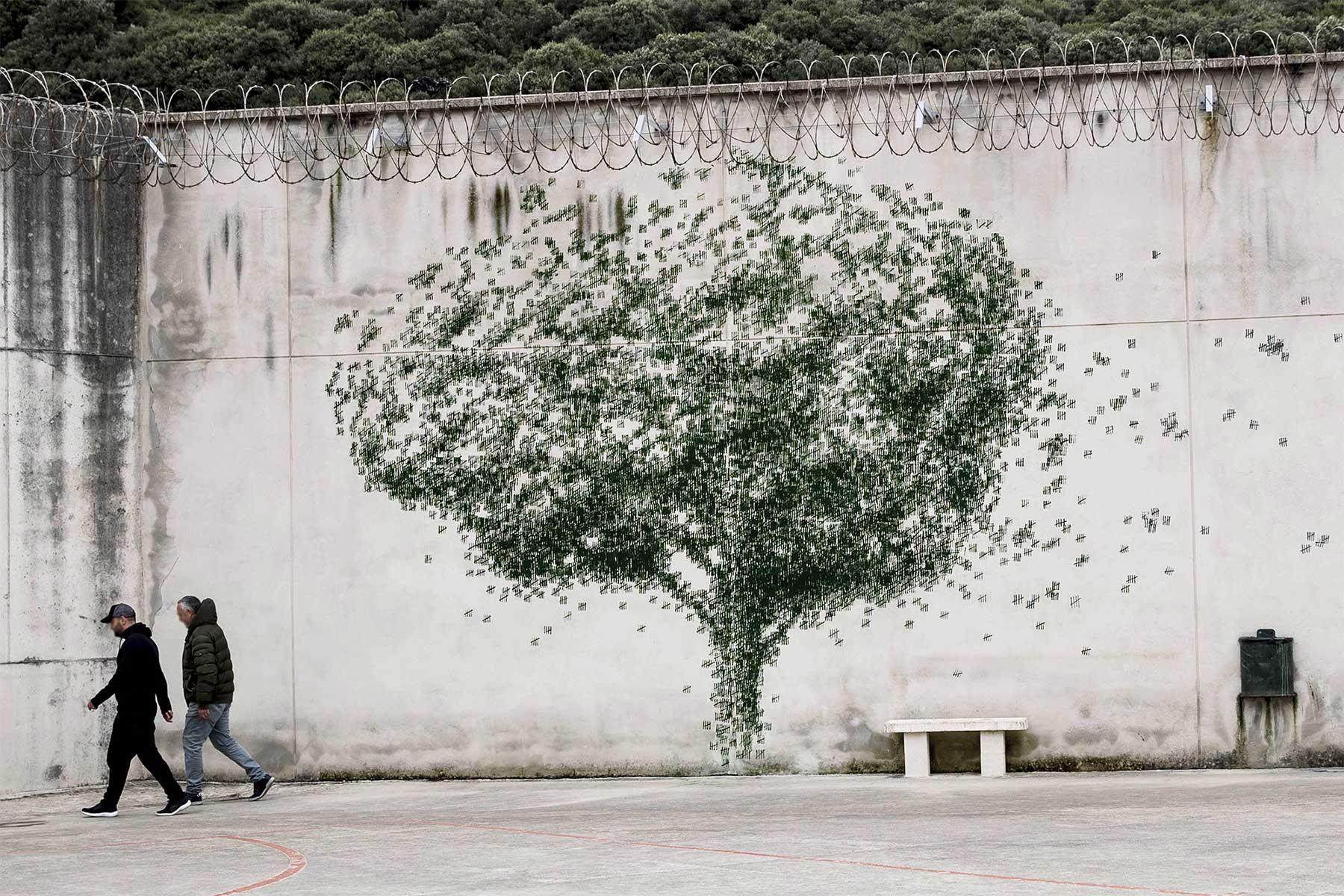 Pejac hat im Gefängnis gemeinsam mit Insassen Street Art gemacht