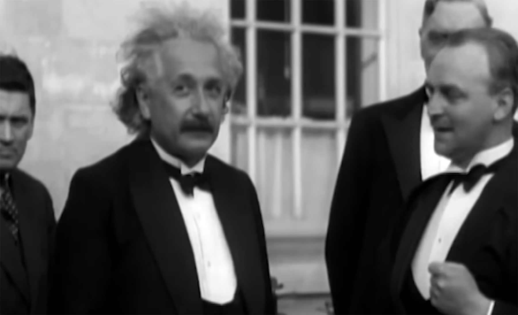 In diesen seltenen Video-Aufnahmen hört man Albert Einstein reden