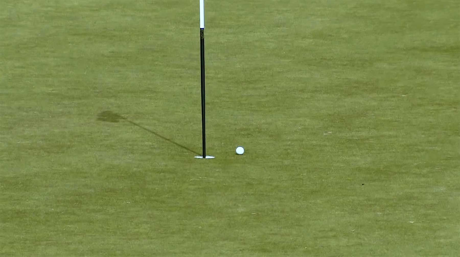 Profi-Golfer Andy Sullivan versucht, mit 500 Bällen ein Hole-in-One zu schlagen