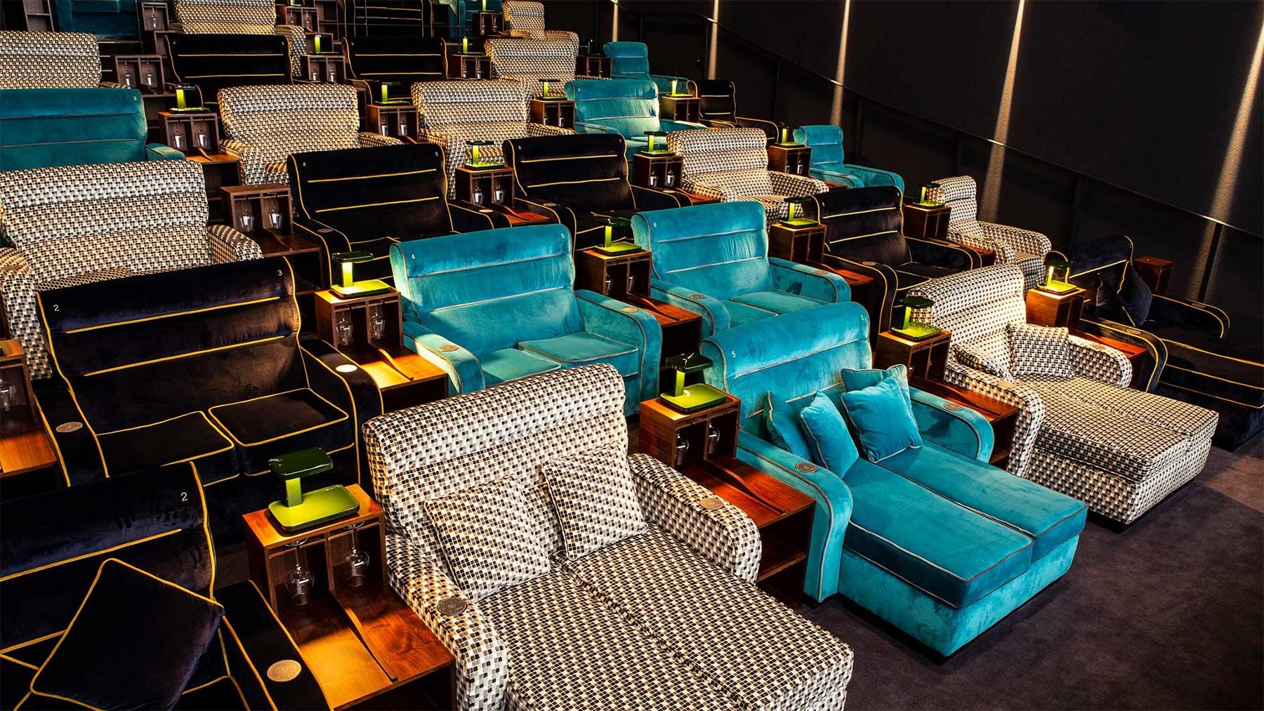 In diesem Kino könnt ihr Filme auf Betten und Sofas schauen