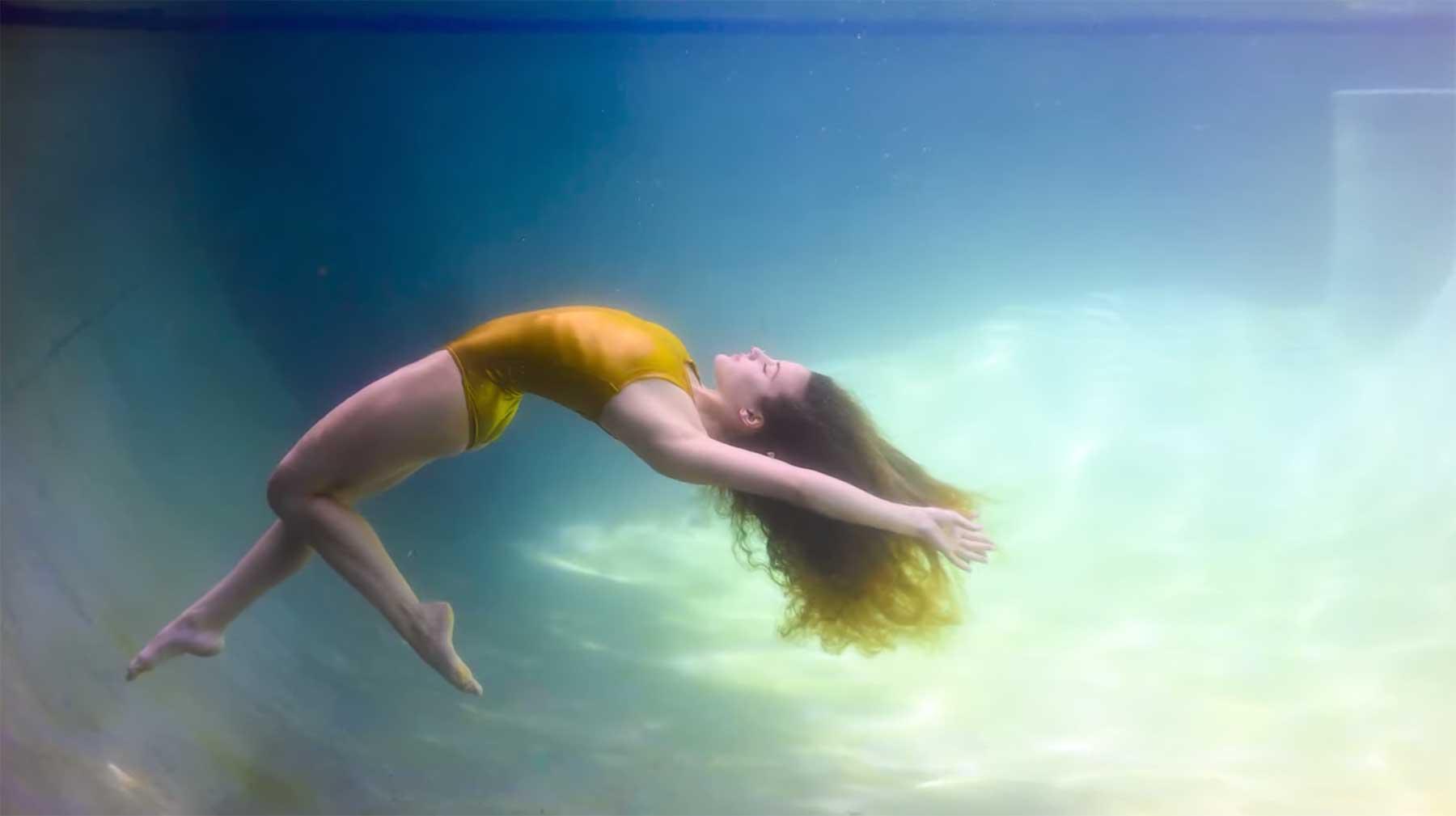 Beim Unterwasser-Fotoshooting mit Jordan Matter und Sofie Dossi