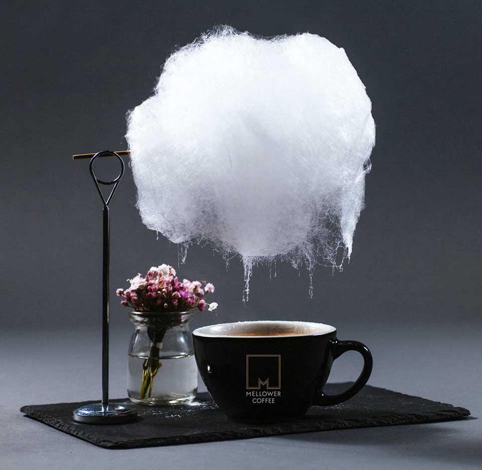 Diese Zuckerwatte-Wolke regnet in Kaffeetassen